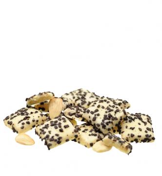 Marzipanblätter in weißer Schokolade
