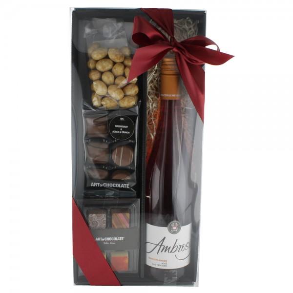 Rosé Box gefüllt mit Pralinen und Tiramisu Mandeln