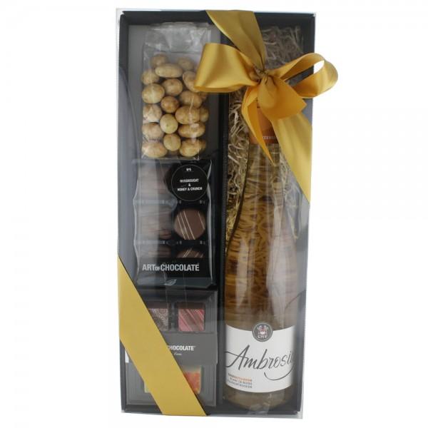 Blanc de Noirs Box gefüllt mit Pralinen und Tiramisu Mandeln